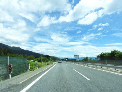 ガラガラに空いた高速道路