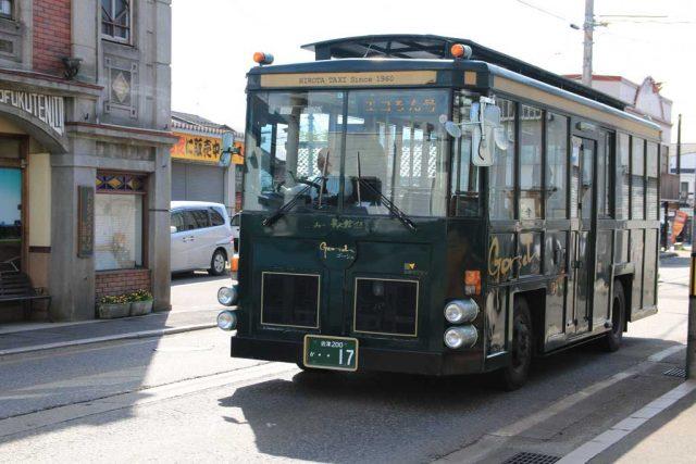 レトロ調なバス