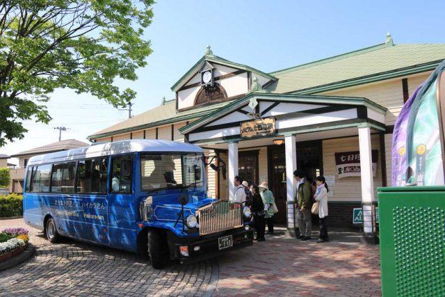 只見線 七日町駅とレトロバス