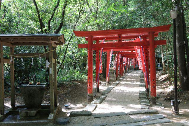 花窟神社と稲荷神社