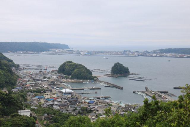 金山展望台からの漁港の眺め