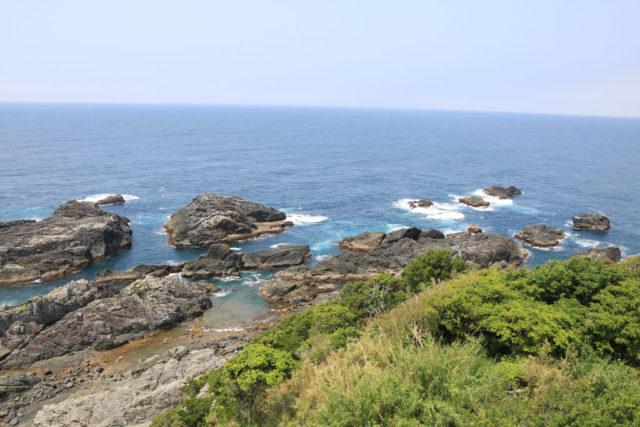 潮岬灯から見る岬